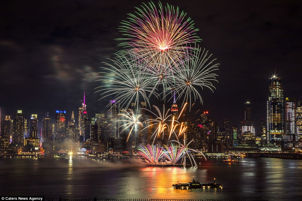 493CE9AC00000578 5395601 Fireworks are seen in New York City on Wednesday night as the Bi a 125 1518709284926